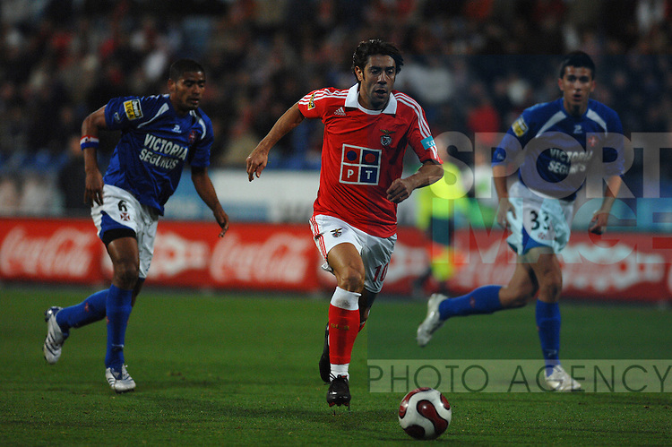 20071215: LISBON, PORTUGAL - Portuguese Bwin League 2007/2008, 13th round: Belenenses vs SL Benfica. In picture: Rui Costa (Benfica) and Gavilan, Devic (Belenenses).