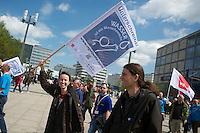 """Protest der Dienstleistungsgewerkschaft ver.di (im Bild) und der Berliner Buergerinitiative """"Berliner Wassertisch"""" am Dienstag den 14. Mai 2013 in Berlin gegen Wasser-Privatisierung in den Laendern und Kommunen nach den Vorgaben der EU.<br />14.5.2013, Berlin<br />Copyright: Christian-Ditsch.de<br />[Inhaltsveraendernde Manipulation des Fotos nur nach ausdruecklicher Genehmigung des Fotografen. Vereinbarungen ueber Abtretung von Persoenlichkeitsrechten/Model Release der abgebildeten Person/Personen liegen nicht vor. NO MODEL RELEASE! Don't publish without copyright Christian-Ditsch.de, Veroeffentlichung nur mit Fotografennennung, sowie gegen Honorar, MwSt. und Beleg. Konto:, I N G - D i B a, IBAN DE58500105175400192269, BIC INGDDEFFXXX, Kontakt: post@christian-ditsch.de<br />Urhebervermerk wird gemaess Paragraph 13 UHG verlangt.]"""