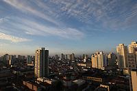 SAO PAULO, SP, 01-04-2014, CLIMA TEMPO. A quarta-feira (1) começou com céu aberto na região do bairro da Mooca zona leste de São Paulo.         Luiz Guarnieri/ Brazil Photo Press.