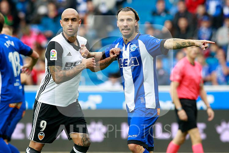 Deportivo Alaves'  Alexis Ruano (r) and Valencia CF's Simone Zaza during La Liga match. October 28,2017. (ALTERPHOTOS/Acero)