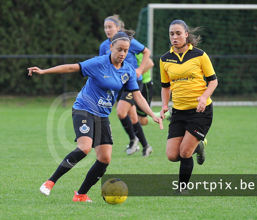 20161029 - ZWEVEZELE , BELGIUM : Zwevezele's Bo Heyse (R) and Club Brugge's Kay Cuvelier (L)  pictured during a soccer match between the women teams of KSK Zwevezele and Club Brugge  , during the seventh matchday in the 2016-2017  Tweede klasse - Second Division season, Saturday 29 October 2016 . PHOTO SPORTPIX.BE | DIRK VUYLSTEKE