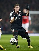FUSSBALL  CHAMPIONS LEAGUE  ACHTELFINALE  HINSPIEL  2012/2013      FC Arsenal London - FC Bayern Muenchen       19.02.2013 Bastian Schweinsteiger (FC Bayern Muenchen) Einzelaktion am Ball