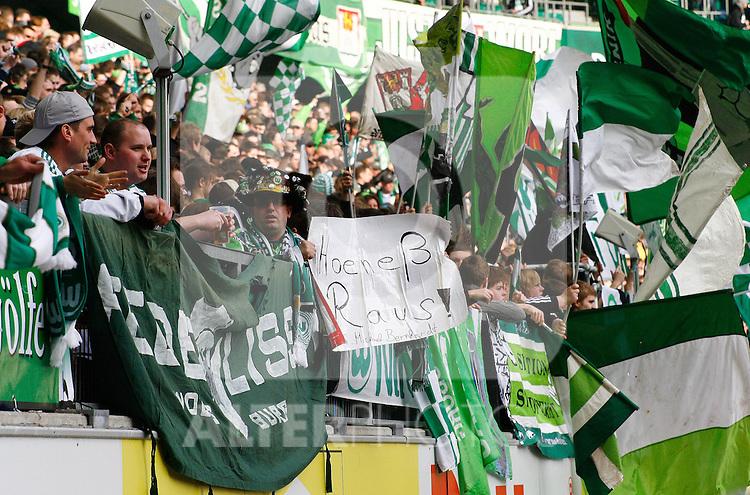 12.03.2010, Volkswagen Arena, Wolfsburg, GER, 1.FBL, VfL Wolfsburg vs 1.FC Nuernberg, im Bild Wolfsburger Fans .Foto © nph / Schrader