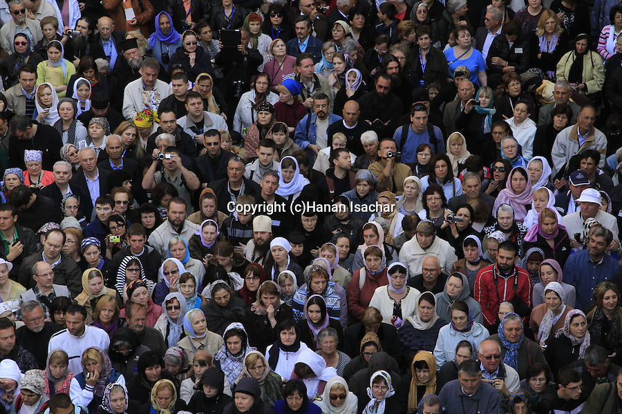 Israel, Jerusalem, pilgrims at the Greek Orthodox Maundy Thursday ceremony at the forecourt of the Church of the Holy Sepulchre