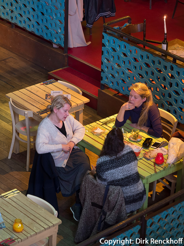 Caf&eacute; Bazar in  ehemaliger Kirche am Albert Cuyp Markt, Amsterdam, Provinz Nordholland, Niederlande<br /> Caf&eacute; Bazar in  former Kirche at Albert Cuyp Market, Amsterdam, Province North Holland, Netherlands
