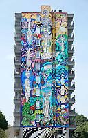 Nederland Amsterdam 2019 . De Bijlmer. Muurschildering van Ramon Martins op een flat in de H-Buurt. Foto Berlinda van Dam / Hollandse Hoogte