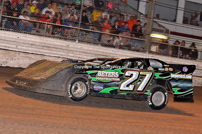 Feb 20, 2014; 6:55:35 PM;  Barberville, FL, USA;  World of Outlaws Late Model Series for 43rd Annual DIRTcar Nationals presented by Summit Racing Equipment at Volusia Speedway Park.  Mandatory Credit: (thesportswire.net)