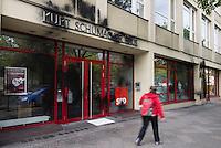Berlin, Schwarze Farbspritzer am Freitag (03.05.13) am Kurt-Schumacher-Haus, Geschäftsstelle der SPD in Berlin.