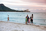 USA, Oahu, Hawaii, Honolulu, tourists take pictures at Waikiki Beach with Diamond Head in the distance