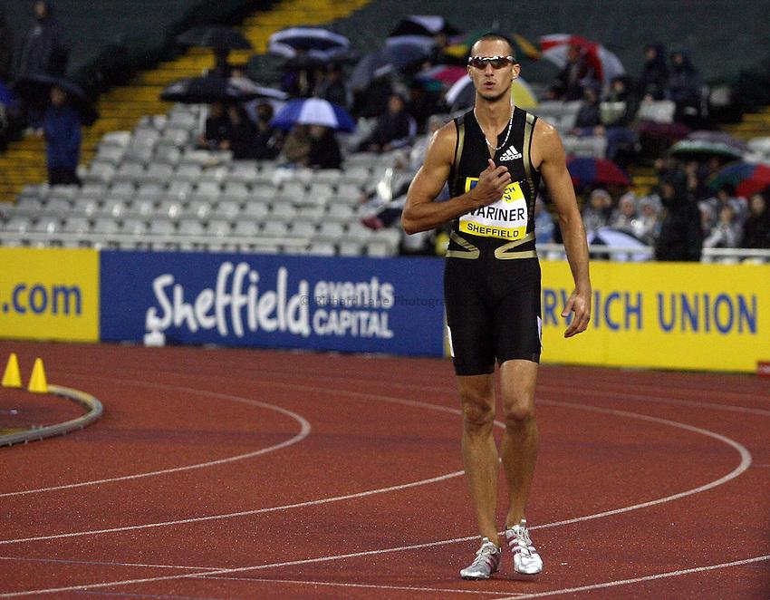 Photo: Paul Thomas/Richard Lane Photography..Norwich Union British Grand Prix, Sheffield. 15/07/2007...Jeremy Wariner (USA) pulls out of the men's 400m.