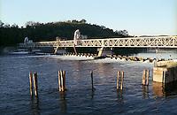 Golasecca (Varese), la diga della Miorina sul Ticino --- Golasecca (Varese), the dam of Miorina on the river Ticino