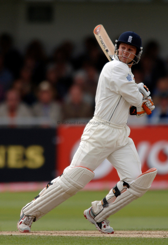 Photo: Glyn Thomas..England v Australia. nPower Test Series. The Ashes..26/08/2005...England's Geraint Jones hits out.