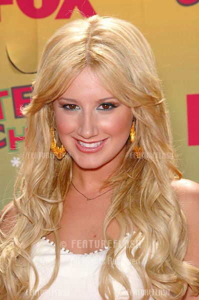 Actress ASHLEY TISDALE at the 2006 Teen Choice Awards at Universal City, Hollywood.20AUG2006  Los Angeles, CA.© 2006 Paul Smith / Featureflash