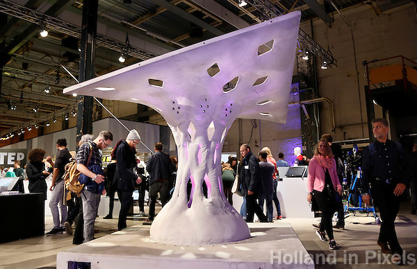 Nederland Eindhoven 2016 .DDW. Dutch Design Week. Strijp-S.  Arno Pronk. Fabric Formwork Shell Structures. Foto Berlinda van Dam / Hollandse Hoogte
