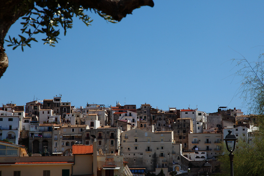 Sperlonga: A view of the historical center, that is located on the top of an upland that faces the sea, from the North. The image is centered on the oldest buildings. This is a slight enlargement of a part of the original photo.
