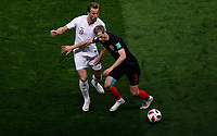 MOSCU - RUSIA, 11-07-2018: Ivan STRINIC (Der) jugador de Croacia disputa el balón con Harry KANE (Izq) jugador de Inglaterra durante partido de Semifinales por la Copa Mundial de la FIFA Rusia 2018 jugado en el estadio Luzhnikí en Moscú, Rusia. / Ivan STRINIC (R) player of Croatia fights the ball with Harry KANE (L) player of England during match of Semi-finals for the FIFA World Cup Russia 2018 played at Luzhniki Stadium in Moscow, Russia. Photo: VizzorImage / Julian Medina / Cont