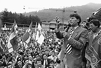 - raduno del partito Lega Lombarda a Pontida, il leader Umberto Bossi (1990)....- meeting of the Lega Lombarda party at Pontida, the leader Umberto Bossi (1990)