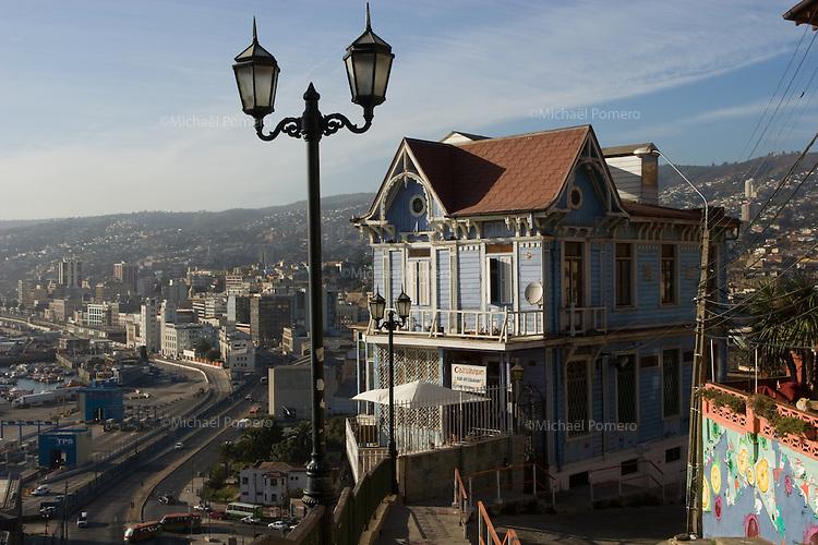 04.02.2010 Valparaiso(Chile)<br /> <br /> View of the city and the port of Valparaiso.<br /> <br /> Vue de la ville et du port de Valparaiso.
