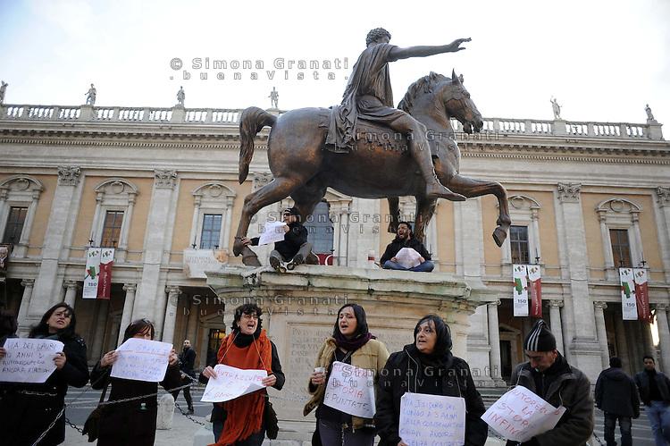 Roma, 30 Gennaio 2012.Piazza del Campidoglio.Movimenti per il diritto all'abitare manifestano contro il piano casa della giunta Alemanno.Alcuni manifestanti si incatenano alla statua di Marco Aurelio