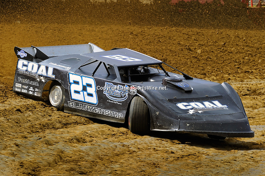 Feb 06, 2010; 1:06:59 PM; Gibsonton, FL., USA; The Lucas Oil Dirt Late Model Racing Series running The 34th Annual Dart WinterNationals at East Bay Raceway Park.  Mandatory Credit: (thesportswire.net)