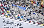 nph00351: Fussball, 1. Bundesliga, Saison 19/20, 26. Spieltag, Fortuna Düsseldorf - FC Paderborn 07, 16.05.2020:<br /> Krähe einsamer Zuschauer<br />  <br /> <br /> Nur für journalistische Zwecke! Only for editorial use!<br /> <br /> Gemäß den Vorgaben der DFL Deutsche Fußball Liga ist es untersagt, in dem Stadion und/oder vom Spiel angefertigte Fotoaufnahmen in Form von Sequenzbildern und/oder videoähnlichen Fotostrecken zu verwerten bzw. verwerten zu lassen. DFL regulations prohibit any use of photographs as image sequences and/or quasi-video. <br /> <br /> Foto: Moritz Müller/Pool / via Meuter/nordphoto