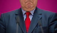 Berlin, Der SPD-Kanzlerkandidat Peer Steinbrück steht am Montag (13.05.13) in der Parteizentrale im Willy-Brandt-Haus bei einer Pressekonferenz zur Vorstellung der Mitgliedern seines Kompetenzteams. Foto: Steffi Loos/CommonLens