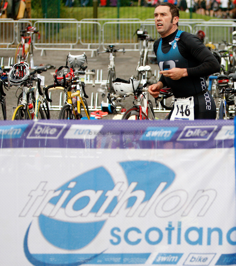 Photo: Richard Lane/Richard Lane Photography. GE Strathclyde Park Triathlon. 02/09/2012. Age Group transition.
