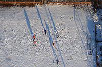 Fussballspiel im Schnee: EUROPA, DEUTSCHLAND, NIEDERSACHSEN (EUROPE, GERMANY), 10.01.2009: Maenner Mannschaft spielt Fussball im Schnee bei Lueneburg,  Ball, draussen, Freizeit, Fussball, Fussballplatz,  Junge, Jungen, Jungs,  Schnee, Spass, Spiel, spielen, Sport, Wetter, Winter, kalt, Kaelte, Bewegung, Eifer, lange Schatten,Gesund, Luft, frisch, Luftbild, Luftansicht, Luftaufnahme .c o p y r i g h t : A U F W I N D - L U F T B I L D E R . de.G e r t r u d - B a e u m e r - S t i e g 1 0 2, .2 1 0 3 5 H a m b u r g , G e r m a n y.P h o n e + 4 9 (0) 1 7 1 - 6 8 6 6 0 6 9 .E m a i l H w e i 1 @ a o l . c o m.w w w . a u f w i n d - l u f t b i l d e r . d e.K o n t o : P o s t b a n k H a m b u r g .B l z : 2 0 0 1 0 0 2 0 .K o n t o : 5 8 3 6 5 7 2 0 9.V e r o e f f e n t l i c h u n g  n u r  m i t  H o n o r a r  n a c h M F M, N a m e n s n e n n u n g  u n d B e l e g e x e m p l a r !.