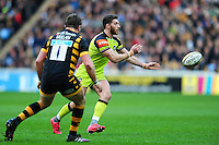 Owen Williams of Leicester Tigers passes the ball. Aviva Premiership match, between Wasps and Leicester Tigers on January 8, 2017 at the Ricoh Arena in Coventry, England. Photo by: Patrick Khachfe / JMP