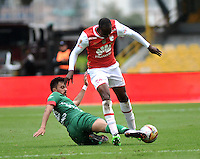 BOGOTA - COLOMBIA - 02-04-2016: Cristian Borja (Der.) jugador de Independiente Santa Fe disputa el balón con Juan Villota (Izq.) jugador de Patriotas FC, durante partido por la fecha 11 entre Independiente Santa Fe y Patriotas FC,  de la Liga Aguila I-2016, en el estadio Nemesio Camacho El Campin de la ciudad de Bogota.  / Cristian Borja (R) player of Independiente Santa Fe struggles for the ball with con Juan Villota (L) player of Patriotas FC, during a match of the date 11 between Independiente Santa Fe and Patriotas FC, for the Liga Aguila I -2016 at the Nemesio Camacho El Campin Stadium in Bogota city, Photo: VizzorImage / Luis Ramirez / Staff.