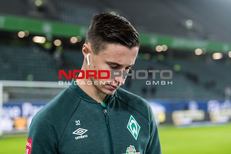 01.12.2019, Volkswagen Arena, Wolfsburg, GER, 1.FBL, VfL Wolfsburg vs SV Werder Bremen<br /> <br /> DFL REGULATIONS PROHIBIT ANY USE OF PHOTOGRAPHS AS IMAGE SEQUENCES AND/OR QUASI-VIDEO.<br /> <br /> im Bild / picture shows<br /> Marco Friedl (Werder Bremen #32) <br /> bei Ankunft im Stadion, <br /> <br /> Foto © nordphoto / Ewert