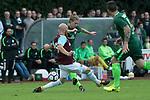 28.07.2017, Sportplatz, Schneverdingen, GER, FSP SV Werder Bremen (GER) vs WestHam United (ENG), <br /> <br /> im Bild<br /> Aron J&oacute;hannsson / Johannsson (Werder Bremen #9)<br /> James Collins (WestHam)<br /> <br /> Foto &copy; nordphoto / Kokenge
