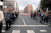 SPAGNA,BILBAO, PAESI BASCHI , 17 MAGGIO 2008.MANIFESTAZIONE IN SOLIDARIETA' CON I PRIGIONIERI POLITICI BASCHI E  PER LA AMNISTIA.NELLA FOTO : I GENITORI E I PARENTI DEI PRIGIONIERI CON LE FOTO.FOTO SIMONA GRANATI