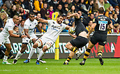 1st October 2017, Ricoh Arena, Coventry, England; Aviva Premiership rugby, Wasps versus Bath Rugby;  Taulupe Faletau gets wrong footed in the tackle