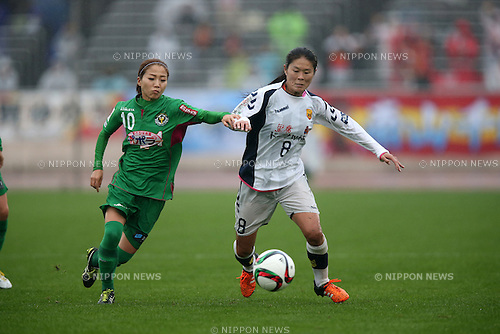 (L to R) Natsuko Hara (Beleza), Homare Sawa (INAC), NOVEMBER 8, 2015 - Football / Soccer : 2015 Plenus Nadeshiko League Division 1 between NTV Beleza 0-0 INAC KOBE LEONESSA at Shonan BMW Stadium Hiratsuka, Kanagawa, Japan. (Photo by Jun Tsukida/AFLO SPORT)