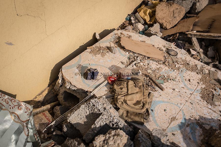 IRAK, Khanash: Handwork bomb posed in the village of Khanash, not far from Makhmour. The little heart next to the trigger is a trap to pick it up and switch on the bomb , the 9th December 2016. <br /> <br /> IRAK, Khanash: Une bombe artisanale pos&eacute;e dans le village de Khanash, non loin de Makhmour. Le petit coeur &agrave; c&ocirc;t&eacute; du d&eacute;clencheur est un pi&egrave;ge pour qu'on le ramasse et enclenche la bombe, le 9 d&eacute;cembre 2016.