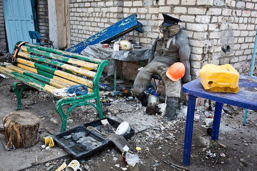 UKRAINE: Shyrokyne frontline, a fake miner is on a bench of the frontline base to attract the snipers of the separatists.<br /> <br /> UKRAINE: Shyrokyne de premi&egrave;re ligne, un faux mineur est pos&eacute; sur un banc de la base de la ligne de front pour attirer les snipers des s&eacute;paratistes.