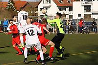 Kopfball von Pascal Wicht (10, Büttelborn) über Torwart Jannis Weidner (Unter-Flockenbach) hinweg zum 1:1 - 25.02.2018: SKV Büttelborn vs. SV Unter-Flockenbach, Gruppenliga Darmstadt