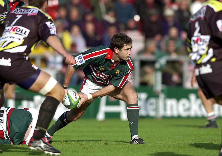Photo. Richard Lane. .LEICESTER TIGERS V AMATORI & CALVISANO. Heineken Cup. 19-10-2002..Tom Tierney gets the ball away.