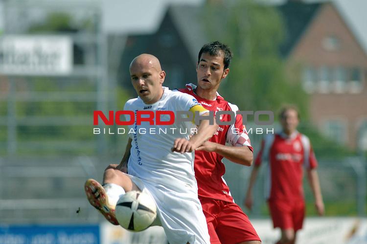 3. FBL 2008/2009 33. Spieltag RŁckrunde<br /> BSV Kickers Emden vs. FC Rot-WeiŖ Erfurt, <br /> <br /> Rudi Zedi (Emden #2) gegen Samil Cinaz (Erfurt #6) , <br /> <br /> Foto &copy; nph (nordphoto)