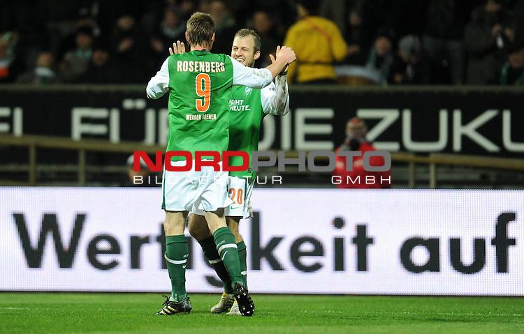 UEFA Europa League 09/10 03.12.2009 - Weser Stadion<br /> Werder Bremen (GER) - CD National Funchal (POR)<br /> <br /> <br /> Jubel Markus Rosenberg ( Bremen SWE #9 ) mit Daniel Jensen ( Bremen DEN #20 ) nach dem 2:0<br /> <br /> Foto &copy; nph ( nordphoto )
