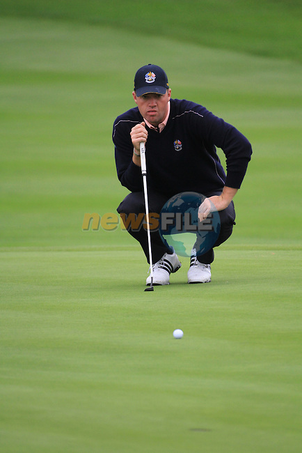 2010 Ryder Cup at the Celtic Manor twenty ten course, Newport Wales, 30/9/2010 Practice Day 3..Peter Hanson looking at his putt on the 13th green..Picture Fran Caffrey/www.golffile.ie.