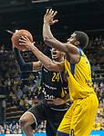 07.01.2018, EWE Arena, Oldenburg, GER, BBL, EWE Baskets Oldenburg vs WALTER Tigers T&uuml;bingen, im Bild<br /> <br /> Barry STEWART (T&uuml;bingen #24 )<br /> Frantz MASSENAT (EWE Baskets Oldenburg #10)<br /> Foto &copy; nordphoto / Rojahn