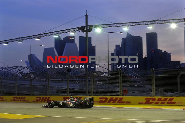 19.-22.09.2013, Marina-Bay-Street-Circuit, Singapur, SIN, F1, Grosser Preis von Singapur, Singapur, DHL Branding - Nico Huelkenberg (GER), Sauber F1 Team <br />  Foto &copy; nph / Mathis
