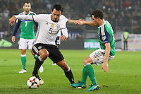Mats Hummels (Deutschland Germany) gegen Shane Ferguson (Nordirland, Northern Ireland) - 11.10.2016: Deutschland vs. Nordirland, HDI Arena Hannover, WM-Qualifikation Spiel 3