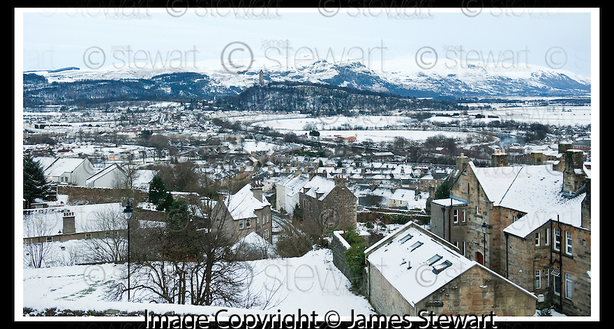 29/12/2009  Copyright  Pic : James Stewart.sct_jspa04_weather_stirling  .:: GENERAL VIEW OF STIRLING LOOKING OVER TO WALLACE'S MONUMENT  DURING THE RECENT COLD SNAP:: .James Stewart Photography 19 Carronlea Drive, Falkirk. FK2 8DN      Vat Reg No. 607 6932 25.Telephone      : +44 (0)1324 570291 .Mobile              : +44 (0)7721 416997.E-mail  :  jim@jspa.co.uk.If you require further information then contact Jim Stewart on any of the numbers above.........