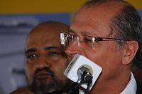CARAPICUIBA, SP - 11.01.2012 – TUNEL EM CARAPICUIBA VISITA / GOVERNADOR – Givernador do Estado de Sao Paulo Geraldo Alckmin (PSDB) e Prefeito de Carapicuiba Sergio Ribeiro (PT). O Governador de Sao Paulo visita a cidade de Carapicuiba na Grande SP e assina convenio para a construcao de um tunel na cidade de Carapicuiba, na Grande SP. Aproximadamente 19 milhoes foram liberados pelo FUMEFI para a obra que tera inicio na Avenida Governador Mario Covas e terminara na Avenida Deputado Emilio Carlos. A meta e melhorar o transito no centro de Carapicuiba e acessos para o bairro de Tambore, em Barueri, e para o Corredor Oeste. (Foto: Renato Silvestre/NewsFree)