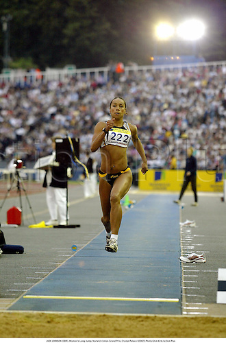 JADE JOHNSON (GBR), Women's Long Jump, Norwich Union Grand Prix, Crystal Palace 020823 Photo:Glyn Kirk/Action Plus...Ahletics 2002.woman.track  and field....sequence.female.jumper