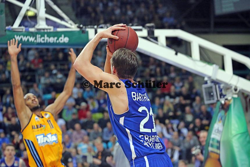 Danilo Barthel (Skyliners) nimmt Maß - Fraport Skyliners vs. Alba Berlin Fraport Arena Frankfurt