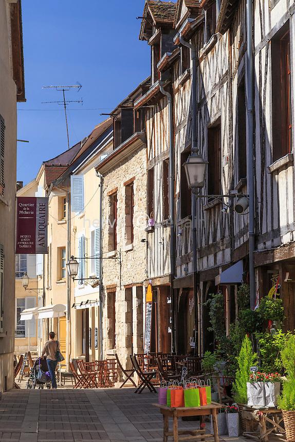 France, région du Gâtinais, Loiret (45), Montargis, le quartier ancien de la Pêcherie // France, Gatinais region, Loiret, Montargis, the old quarter of the Pecherie